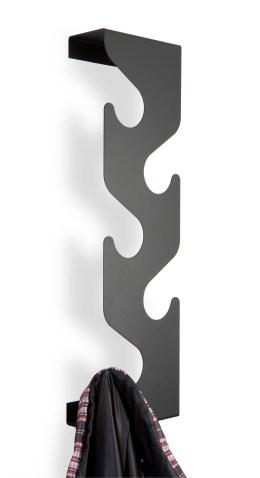 Wieszak na ubrania Wave (https://www.homebutik.pl/j-me-wieszak-na-ubrania-wave-czarny-stal-58x8x16-5-cm,k011005001,a3806.html)