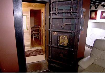131030042505-unique-homes-bank-basement-620xb