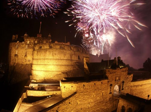 edinburgh-castle-fireworks