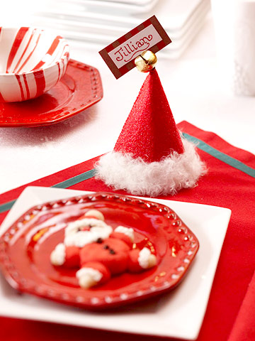 10-10-ideas-how-make-a-beautiful-christmas-table-Santa-Hat-Place-Cards