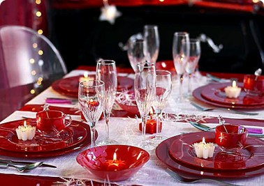 red-christmas-table-01