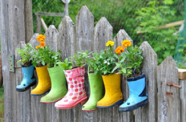 Take-rain-boots-as-small-plant-container