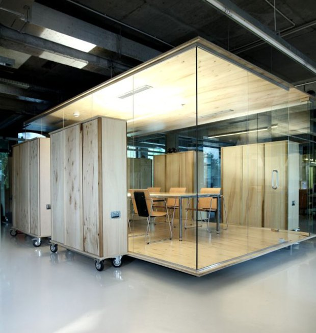 Making-colorful-interior-design-office-wooden-office-design-ciiwa