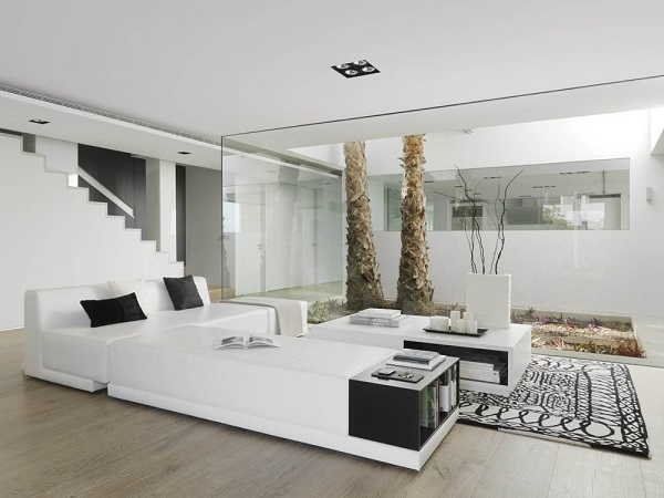 inspiring-pure-white-interior-design-by-susanna-cots-with-homely-decor
