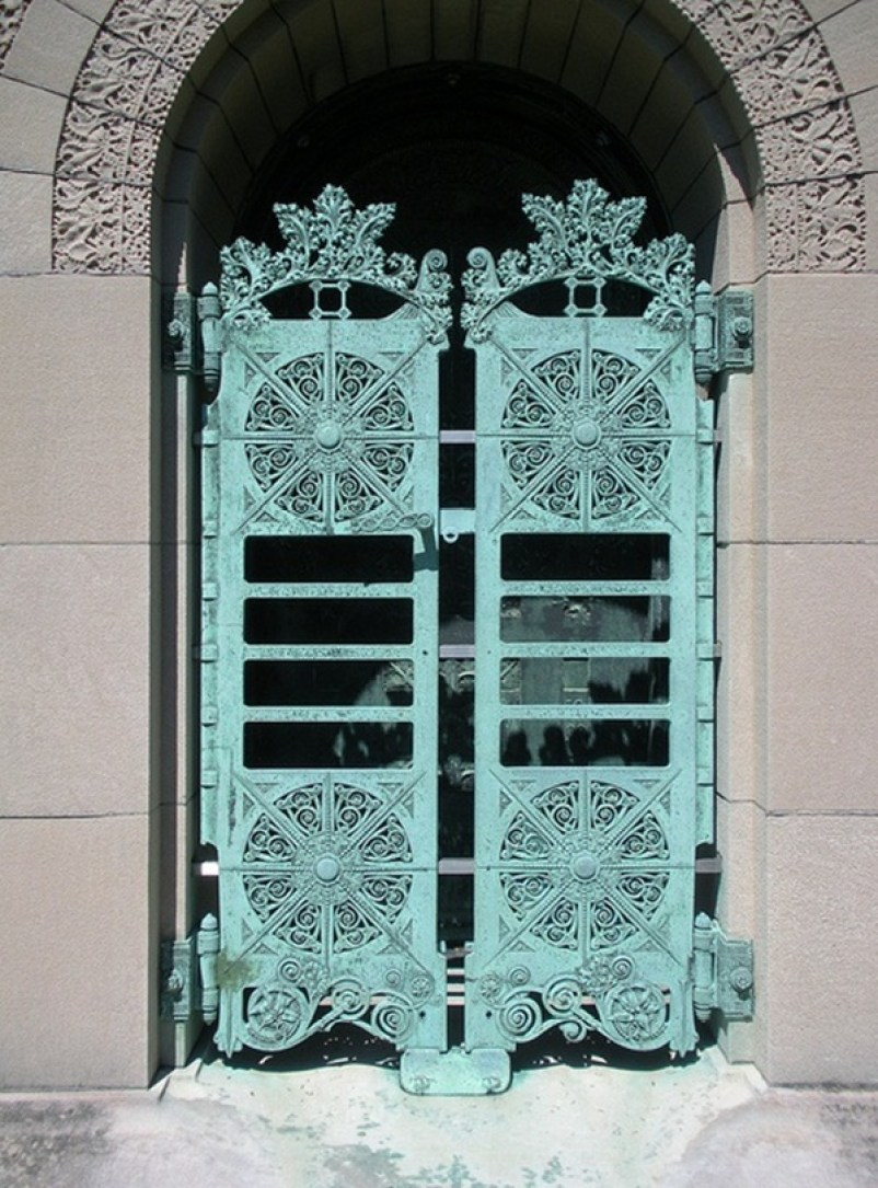 8 Beautiful Front Gates Which Will Complete Your Home Makeover