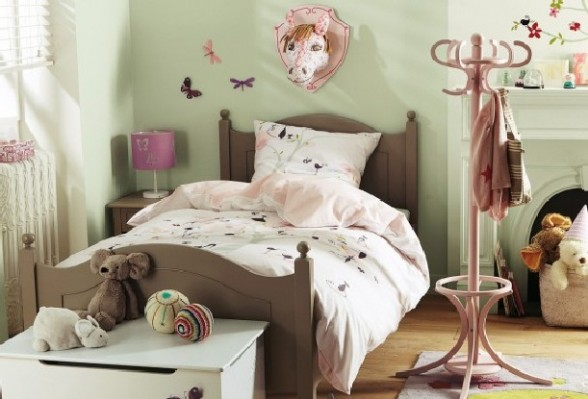 Pale Green Bedroom Ideas For Master And Kids Homedecomastery