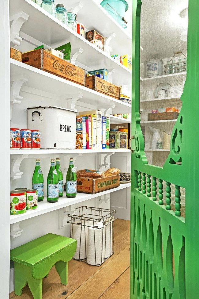 corner walk in pantry