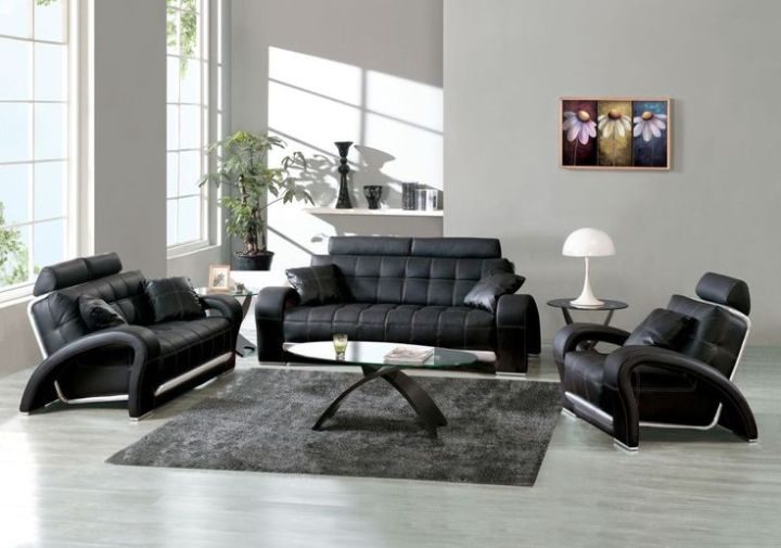 living room with black sofa | Aecagra.org