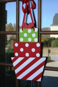 Easy DIY Office Christmas Decoration Ideas 14