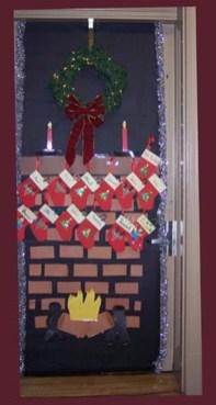 Easy DIY Office Christmas Decoration Ideas 19