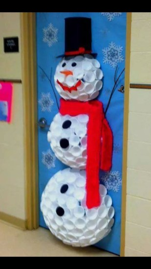 Easy DIY Office Christmas Decoration Ideas 32