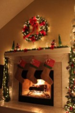 Inspiring Rustic Christmas Fireplace Ideas To Makes Your Home Warmer 09