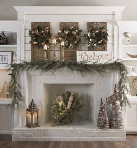 Inspiring Rustic Christmas Fireplace Ideas To Makes Your Home Warmer 20