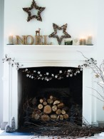Inspiring Rustic Christmas Fireplace Ideas To Makes Your Home Warmer 33