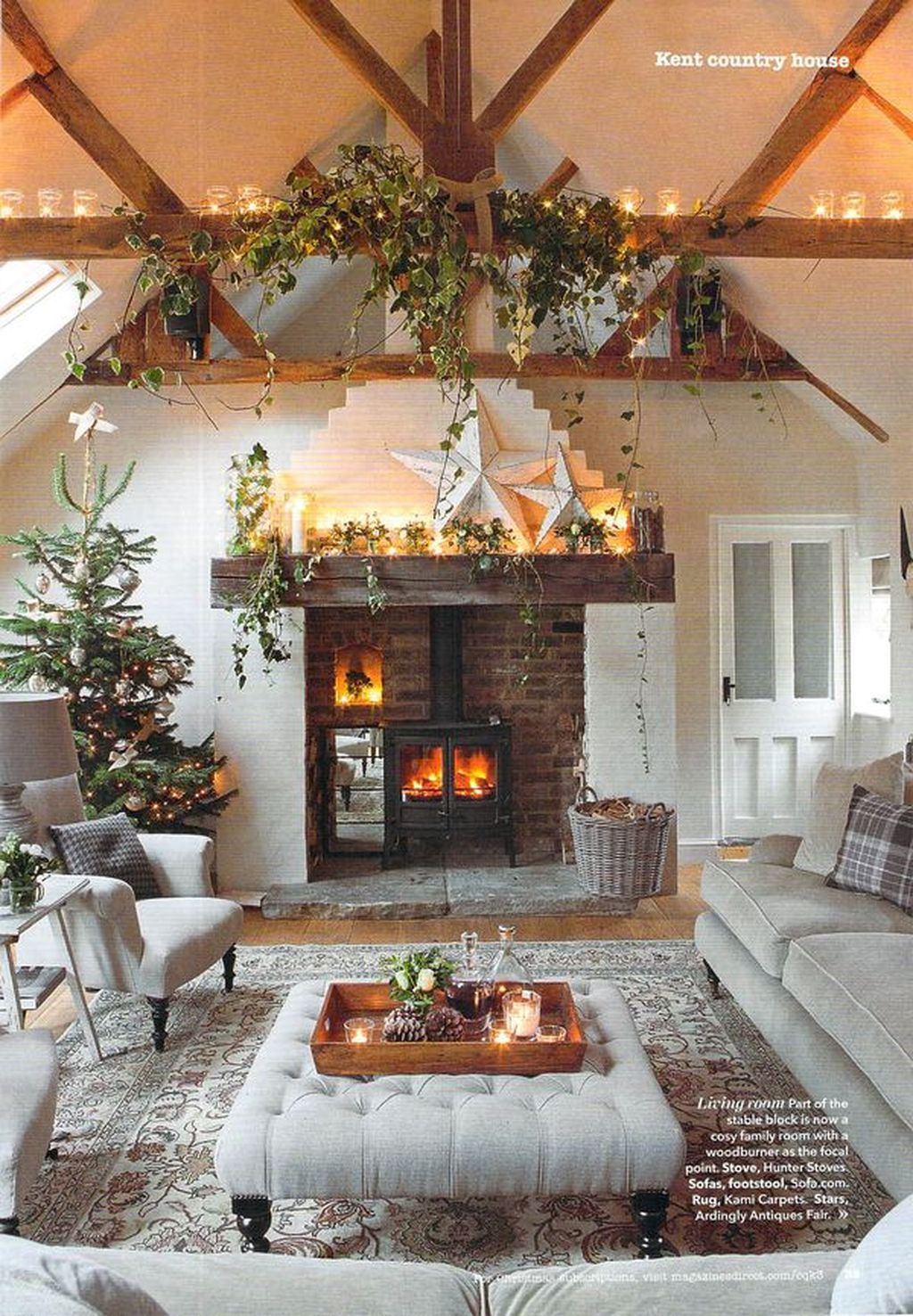 Inspiring Rustic Christmas Fireplace Ideas To Makes Your Home Warmer 48
