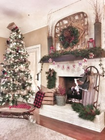 Inspiring Rustic Christmas Fireplace Ideas To Makes Your Home Warmer 49