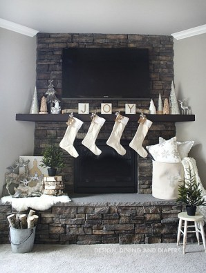 Inspiring Rustic Christmas Fireplace Ideas To Makes Your Home Warmer 64