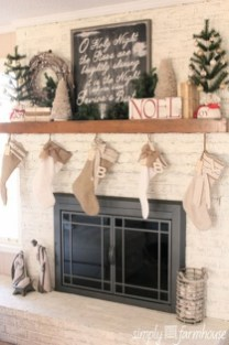 Inspiring Rustic Christmas Fireplace Ideas To Makes Your Home Warmer 76