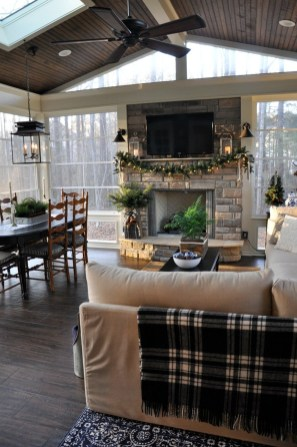 Inspiring Rustic Christmas Fireplace Ideas To Makes Your Home Warmer 82