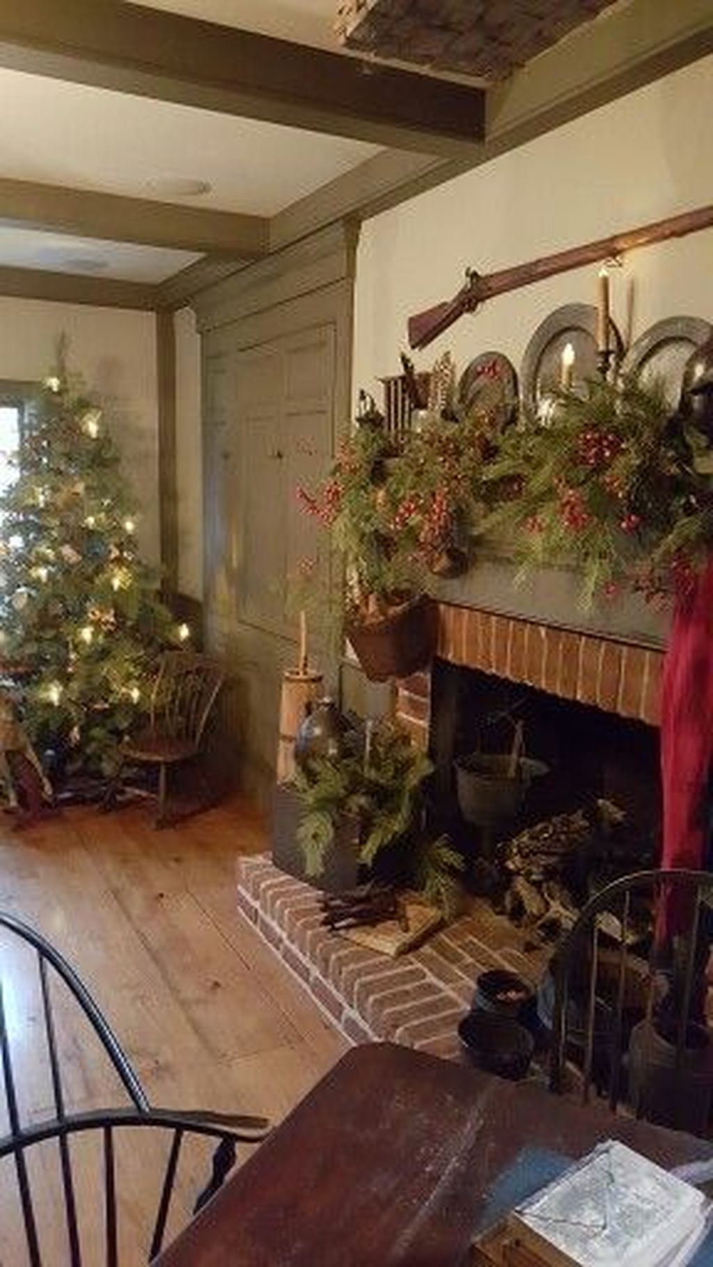 Inspiring Rustic Christmas Fireplace Ideas To Makes Your Home Warmer 94