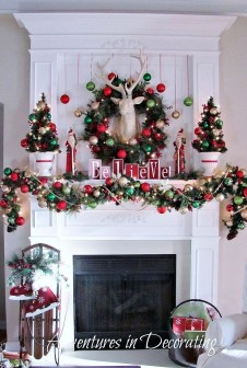 Inspiring Rustic Christmas Fireplace Ideas To Makes Your Home Warmer 95