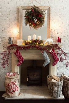 Inspiring Rustic Christmas Fireplace Ideas To Makes Your Home Warmer 97