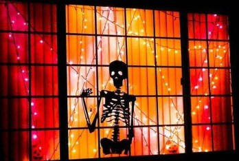 Scary But Creative DIY Halloween Window Decorations Ideas You Should Try 02