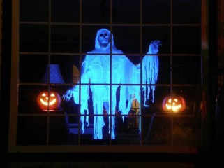 Scary But Creative DIY Halloween Window Decorations Ideas You Should Try 59