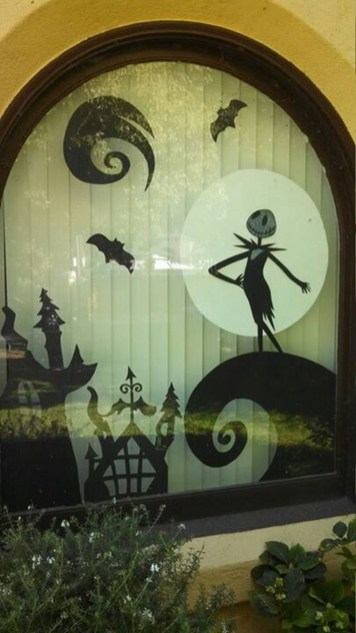Scary But Creative DIY Halloween Window Decorations Ideas You Should Try 66