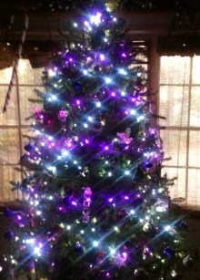 Adorable Pink And Purple Christmas Decoration Ideas 05