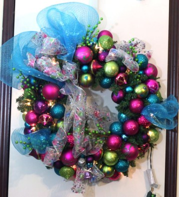 Adorable Pink And Purple Christmas Decoration Ideas 18