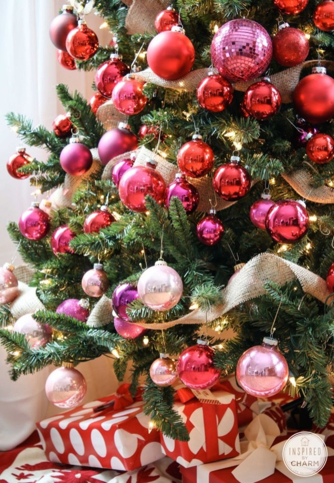 Adorable Pink And Purple Christmas Decoration Ideas 19