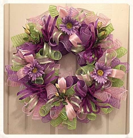 Adorable Pink And Purple Christmas Decoration Ideas 20