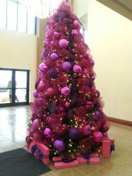 Adorable Pink And Purple Christmas Decoration Ideas 25