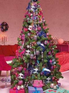 Adorable Pink And Purple Christmas Decoration Ideas 34