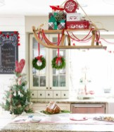Adorable Rustic Christmas Kitchen Decoration Ideas 03