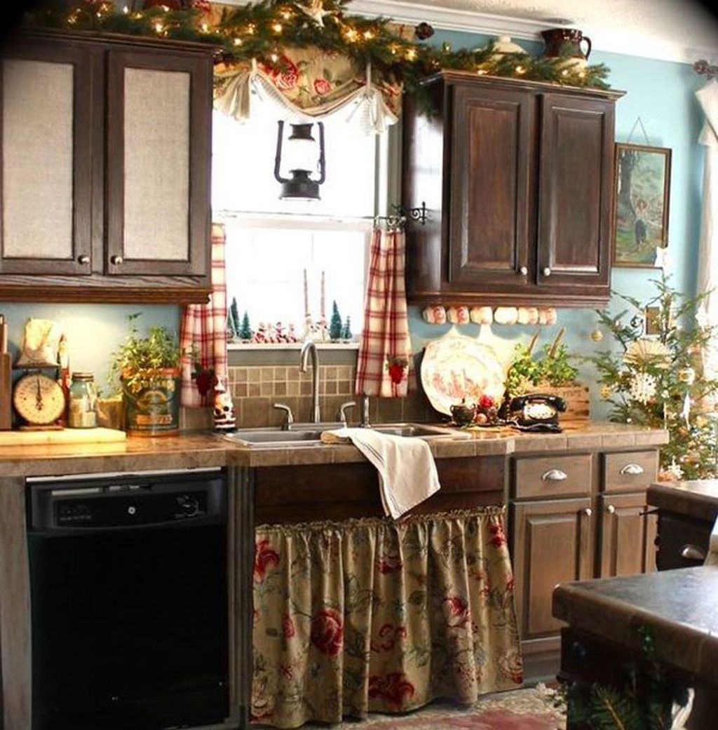 Adorable Rustic Christmas Kitchen Decoration Ideas 04