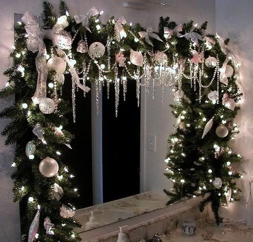 Adorable Rustic Christmas Kitchen Decoration Ideas 13