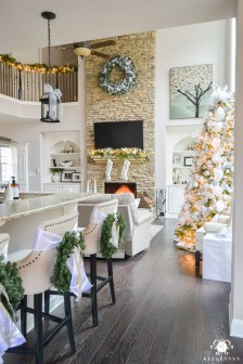 Adorable Rustic Christmas Kitchen Decoration Ideas 22