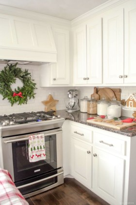 Adorable Rustic Christmas Kitchen Decoration Ideas 36