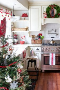 Adorable Rustic Christmas Kitchen Decoration Ideas 41
