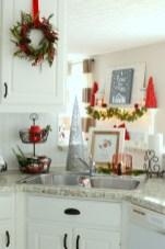 Adorable Rustic Christmas Kitchen Decoration Ideas 43
