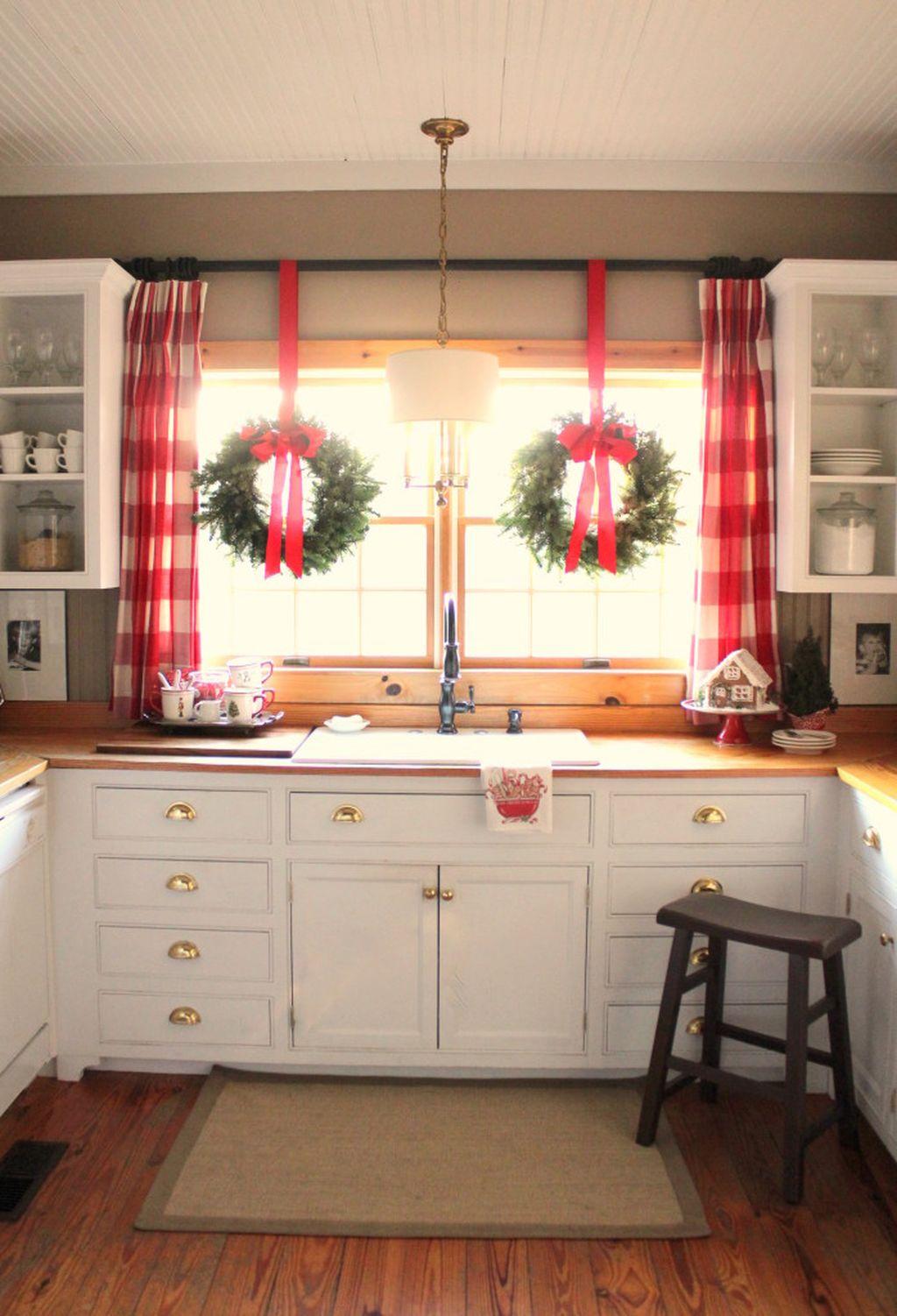 Adorable Rustic Christmas Kitchen Decoration Ideas 49