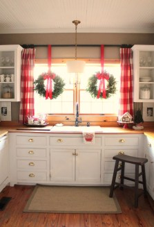 Adorable Rustic Christmas Kitchen Decoration Ideas 49