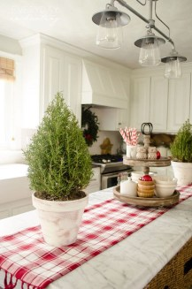 Adorable Rustic Christmas Kitchen Decoration Ideas 50