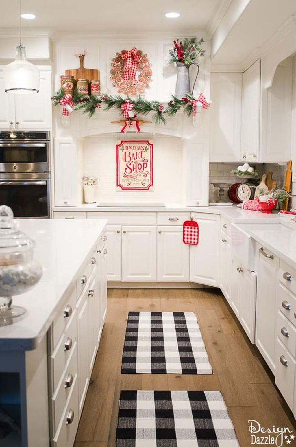 Adorable Rustic Christmas Kitchen Decoration Ideas 54