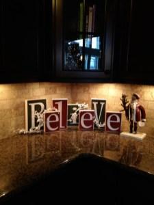 Adorable Rustic Christmas Kitchen Decoration Ideas 59