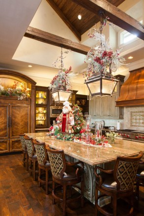 Adorable Rustic Christmas Kitchen Decoration Ideas 64
