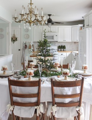 Adorable Rustic Christmas Kitchen Decoration Ideas 81