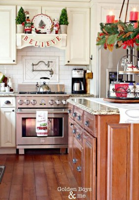 Adorable Rustic Christmas Kitchen Decoration Ideas 87